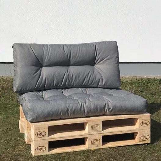 Couch aus Europaletten mit Sitzkissen in grau