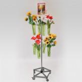 Blumenständer mit 2 Kränzen und 8  Blumenvasen